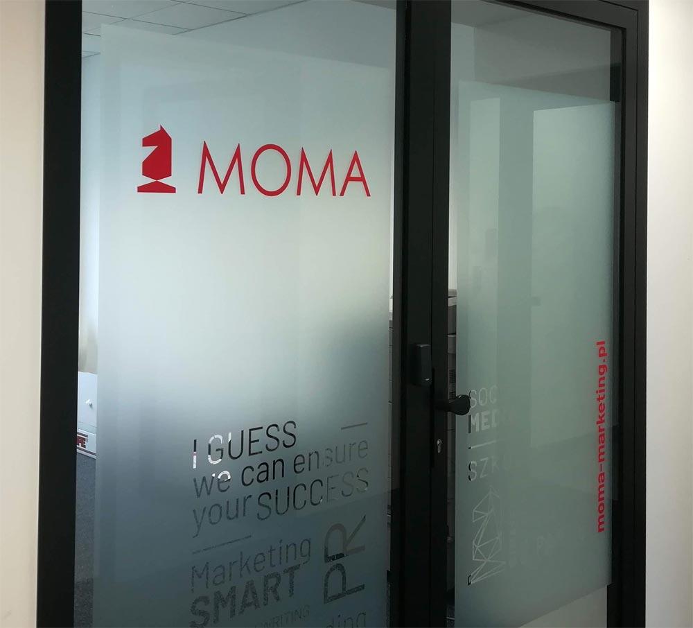 Znakowanie drzwi, szyb w biurach