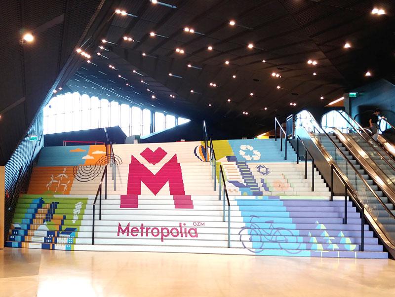 Oklejanie schodów - Międzynarodowe Centrum Kongresowe w Katowicach